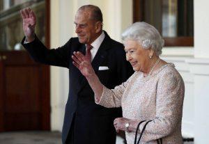 «Βασίλισσα Ελισάβετ και πρίγκιπας Φίλιππος θα πεθάνουν μέσα στο 2017»
