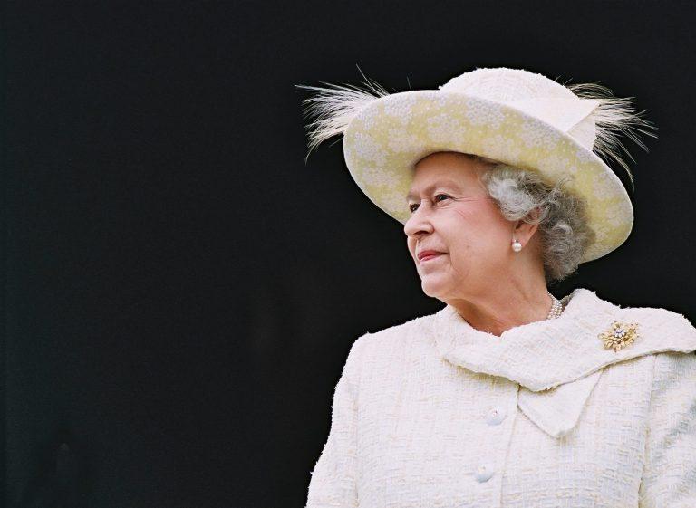 Η Βασίλισσα Ελισάβετ όταν έχει νεύρα… ξεχορταριάζει | Newsit.gr