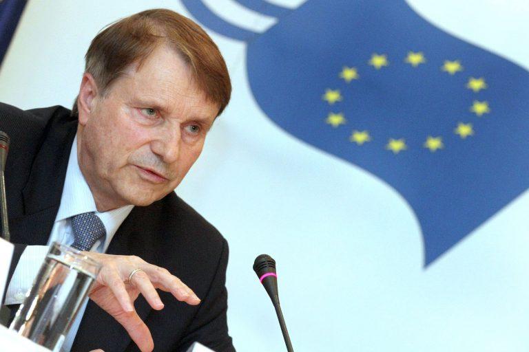 Φαρμακοποιοί και φαρμακοβιομήχανοι προς Ράιχενμπαχ: Βοηθήστε με 1,5 δις ευρώ! | Newsit.gr
