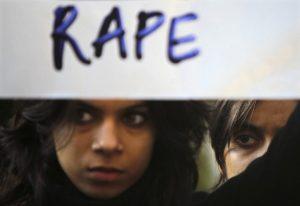«Ωραίοι» ως Έλληνες: 32% θεωρούν δικαιολογημένο τον βιασμό