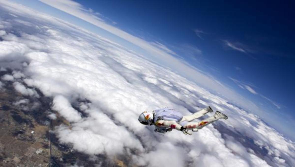 RED BULL STRATOS: Όλα έτοιμα για το άλμα του Felix Baumgartner από την άκρη του διαστήματος. | Newsit.gr