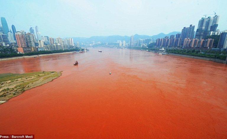 Και το ποτάμι βάφτηκε …κόκκινο! Απίστευτες φωτογραφίες από τη Κίνα   Newsit.gr