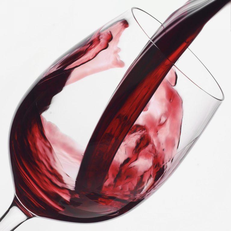Το κόκκινο κρασί πολεμά και τα περιττά κιλά; | Newsit.gr