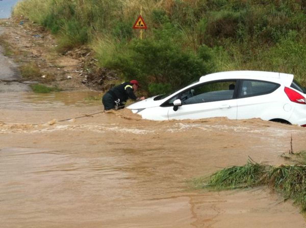 Φθιώτιδα: Τον παρέσυρε το ρέμα και παραλίγο να πνιγεί – Βίντεο και φωτό!   Newsit.gr
