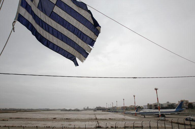 Reuters: «Η Ελλάδα θέλει να πουλήσει τα σάπια απομεινάρια της» | Newsit.gr