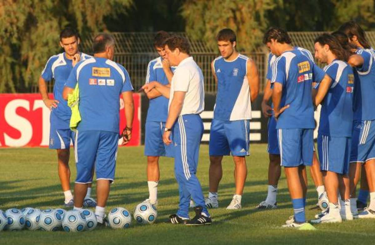 «Ελάτε στο γήπεδο» λέει ο Ρεχάγκελ στους φιλάθλους | Newsit.gr