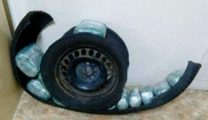 Φλώρινα: Η ρεζέρβα του αυτοκινήτου έκρυβε 9 κιλά κάνναβης! [pic, vid]