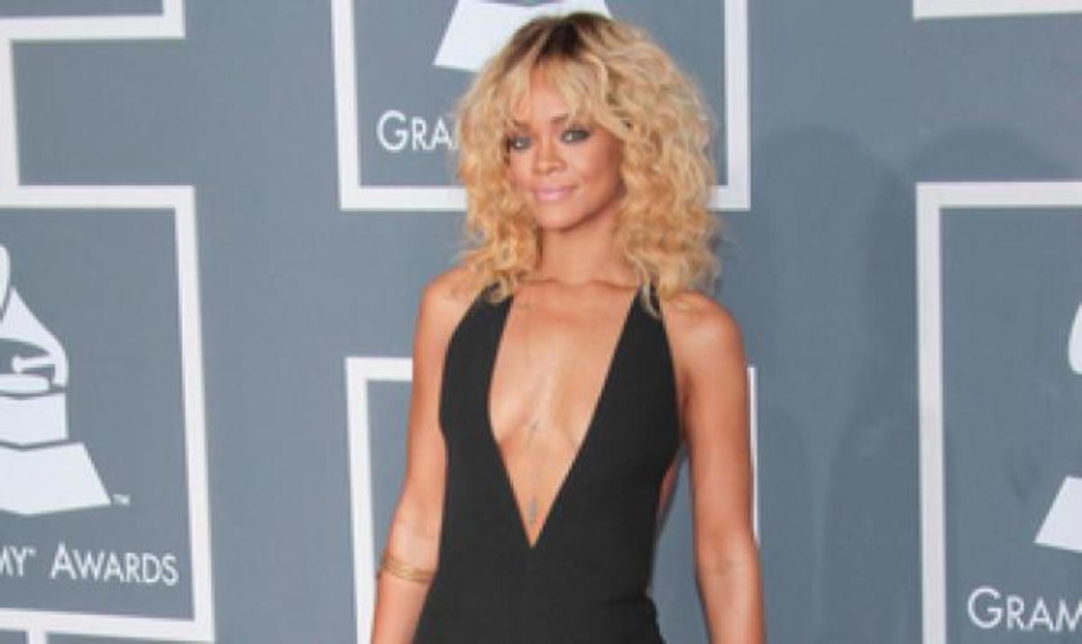Θα ενσαρκώσει η Rihanna την Whitney Houston; | Newsit.gr
