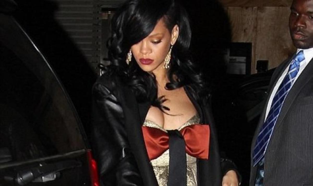 Rihanna: Το αστειάκι της μαμάς της για τον Ashton Kutcher που την έκανε να ντραπεί! | Newsit.gr