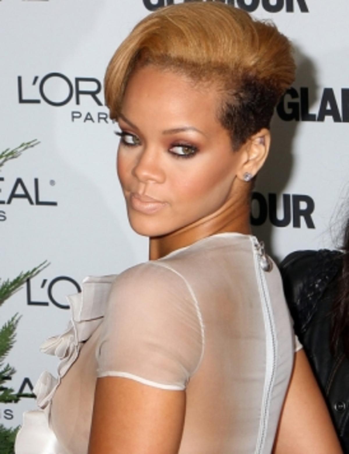 Ποιος έκανε μήνυση στη Rihanna; | Newsit.gr