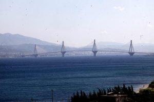Ξύλο μεταξύ οδηγών στη Γέφυρα Ρίου – Αντιρρίου! Τον έδειρε και… έφυγε