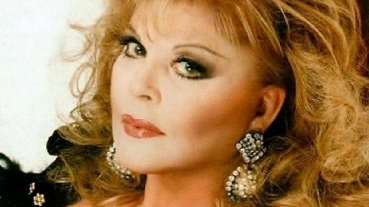 «Η Ρίτα Σακελλαρίου με φλέρταρε πολύ! Φορούσε τη ρόμπα της, ερχόταν στο καμαρίνι μου και…» | Newsit.gr