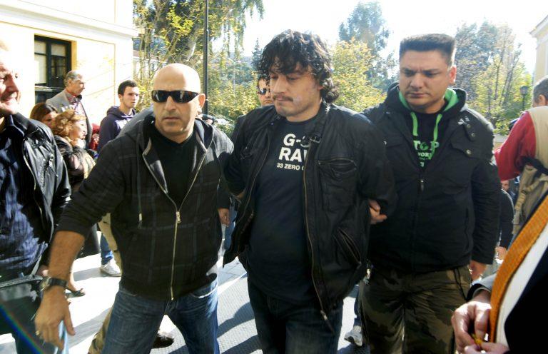 ΤΩΡΑ τα ΜΑΤ μέσα στις φυλακές Μαλανδρίνου – Όμηρος που ξέφυγε: Ο Ριζάι κρατάει κάτι σαν εκρηκτικό μηχανισμό και οι συνεργοί του μαχαίρια | Newsit.gr