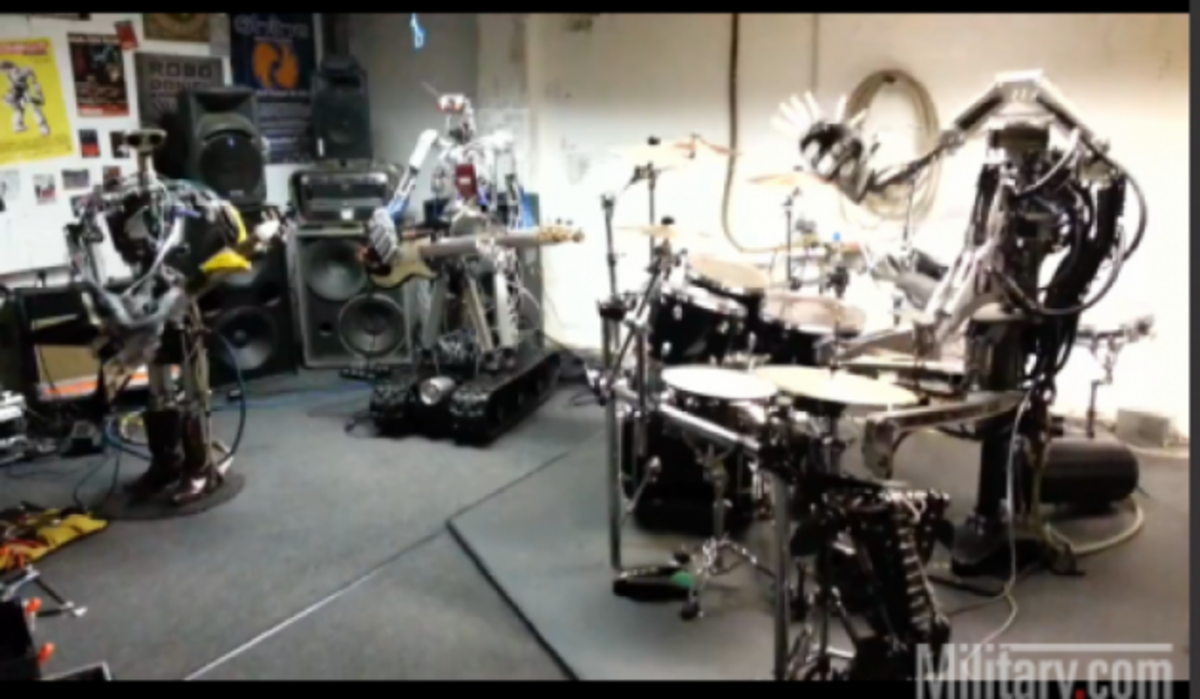 Απίστευτο βίντεο! Ρομπότ …»ροκάρουν»! | Newsit.gr