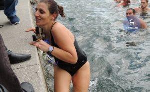 Θεοφάνεια: Γυναίκα ανέσυρε τον Σταυρό στην Ρόδο [vid]