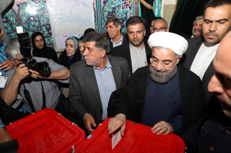 Ιράν: Επανεξελέγη πρόεδρος ο Χασάν Ροχανί   Newsit.gr
