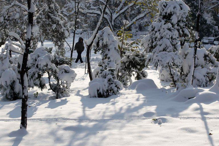 Χωρίς ρευμα και σχολεία στη Ρουμανία λόγω χιονιά | Newsit.gr