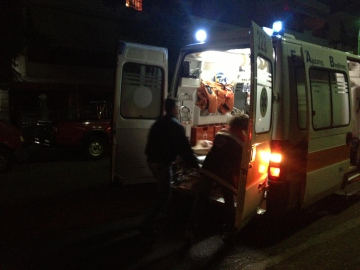Αγρίνιο: Τον έβλεπαν από το κατάστημα να κόβει τις φλέβες του! | Newsit.gr