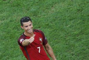 Euro 2016: «Μπούκαρε» στο γήπεδο και έτρεξε για τον… Ρονάλντο (ΦΩΤΟ, VIDEO)