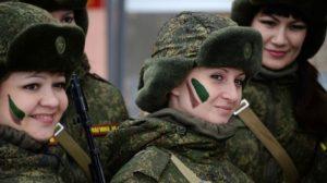 Ημέρα Γυναίκας: Ρωσίδες στρατιωτίνες σε διαγωνισμό δύναμης και ταχύτητας – ΒΙΝΤΕΟ