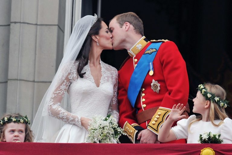 To φιλί τους δείχνει ότι θα είναι για πάντα μαζί! | Newsit.gr