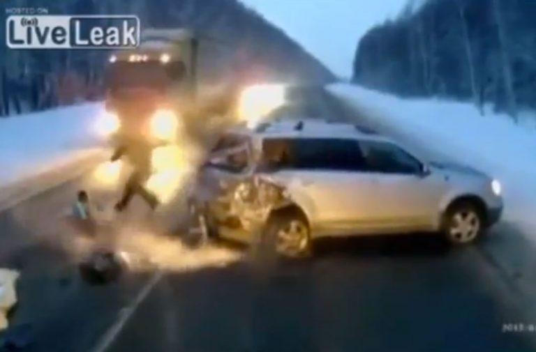 Βρέφος ενός έτους σώζεται από θαύμα μετά από τροχαίο! Συγκλονιστικό VIDEO | Newsit.gr