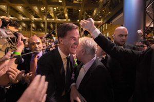 """Εκλογές Ολλανδία: Ιστορική νίκη Ρούτε επί της ακροδεξιάς – """"Εξαφανίστηκαν"""" οι Εργατικοί του Ντάισελμπλουμ – Ψάχνουν τον 4ο για κυβέρνηση"""