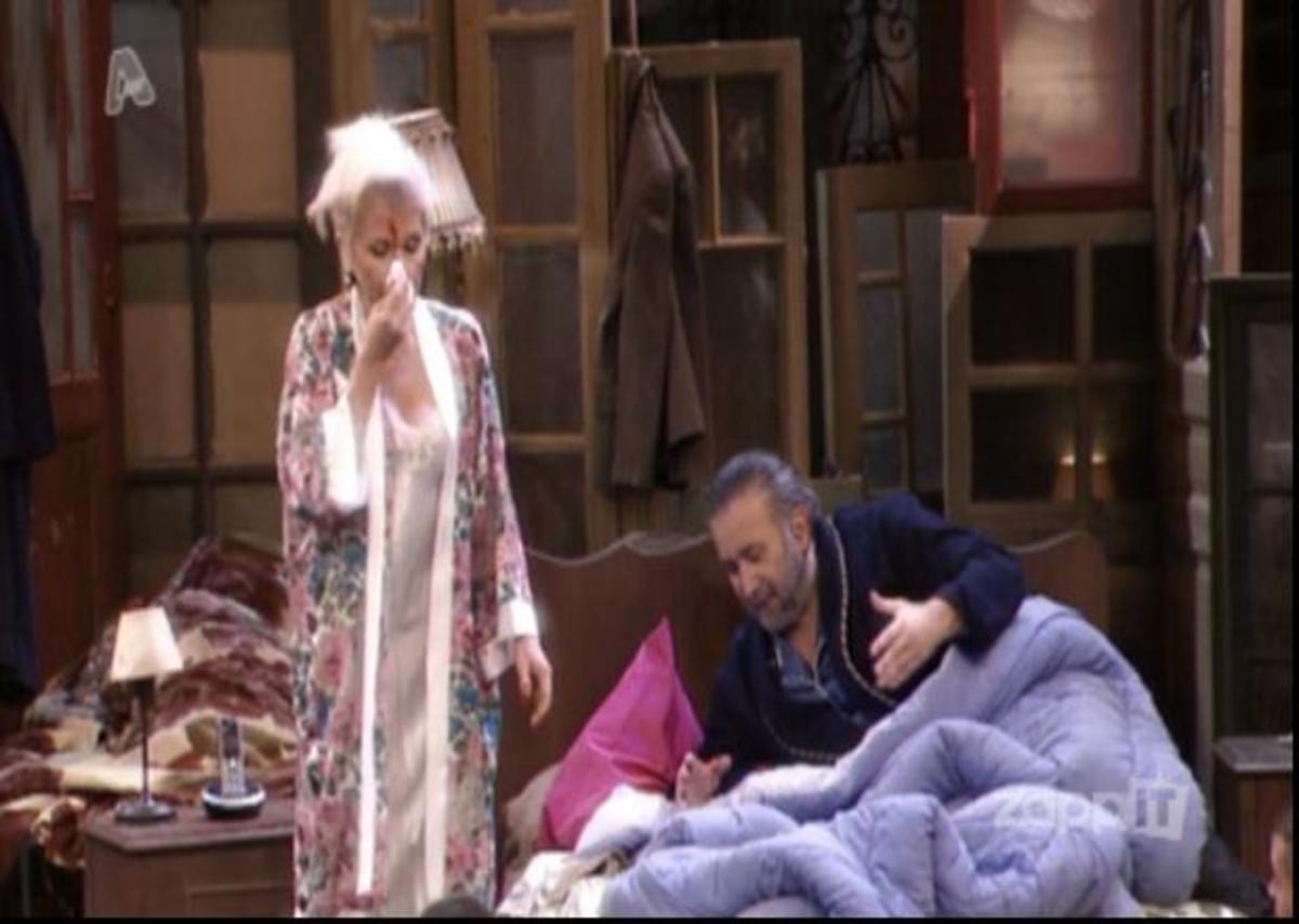 Ατύχημα για τη Ρώπα στο Τσαντίρι, χτύπησε με αληθινό τούβλο! Διακόπηκε η εκπομπή, μέσα στα αίματα η ηθοποιός | Newsit.gr