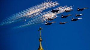 Έτσι γιορτάζουν οι Ρώσοι τη λήξη του Β΄ Παγκοσμίου Πολέμου – Μεγαλειώδεις εκδηλώσεις σε όλη χώρα [vids]