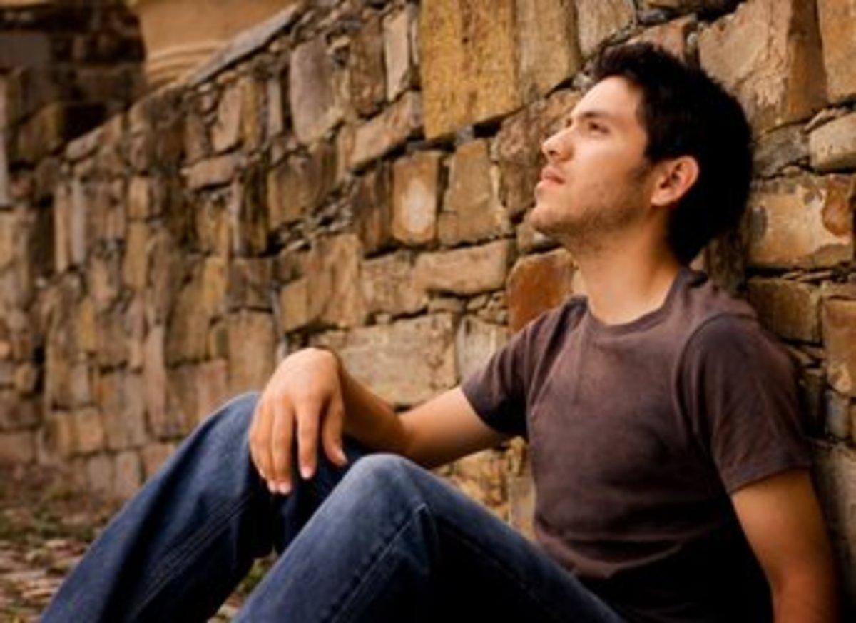 Μελαγχολικούς άνδρες θέλουν οι γυναίκες, χαμογελαστές τις θέλουν οι άνδρες | Newsit.gr