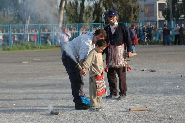 Καλαμάτα: Σε κακό τους βγήκαν οι προετοιμασίες για τον παραδοσιακό σαϊτοπόλεμο   Newsit.gr
