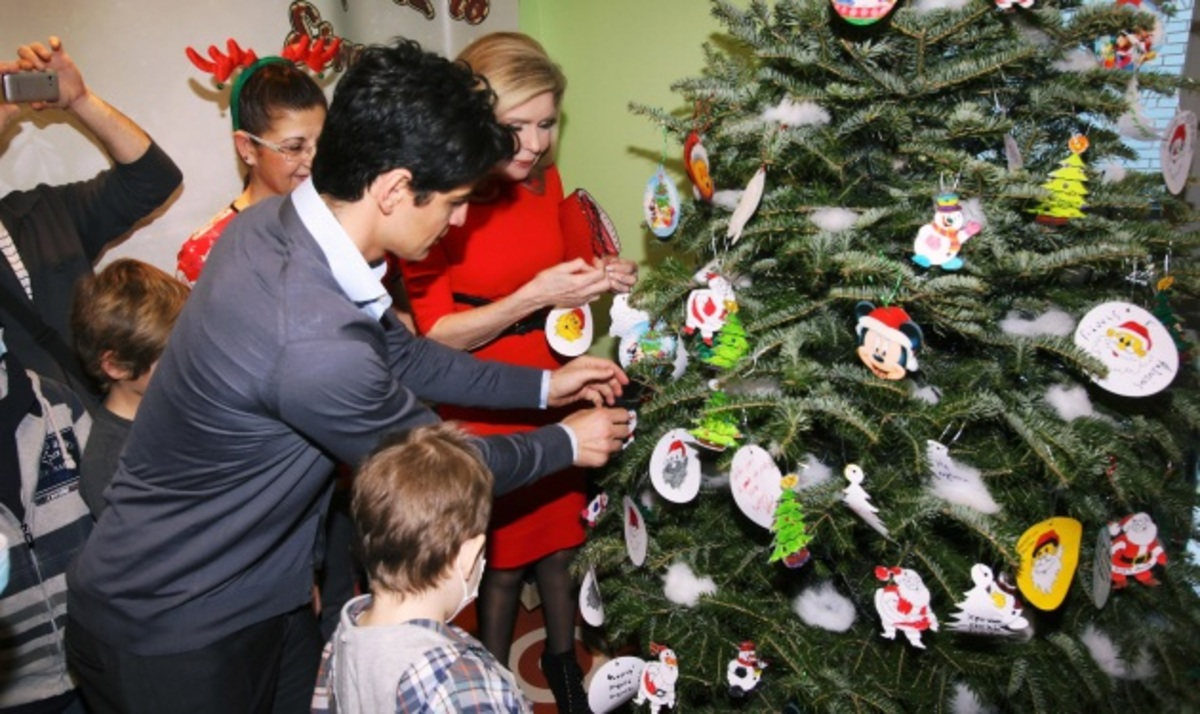 Ο Σ. Ρουβάς στην χριστουγεννιάτικη γιορτή της Ογκολογικής Μονάδας Παίδων | Newsit.gr