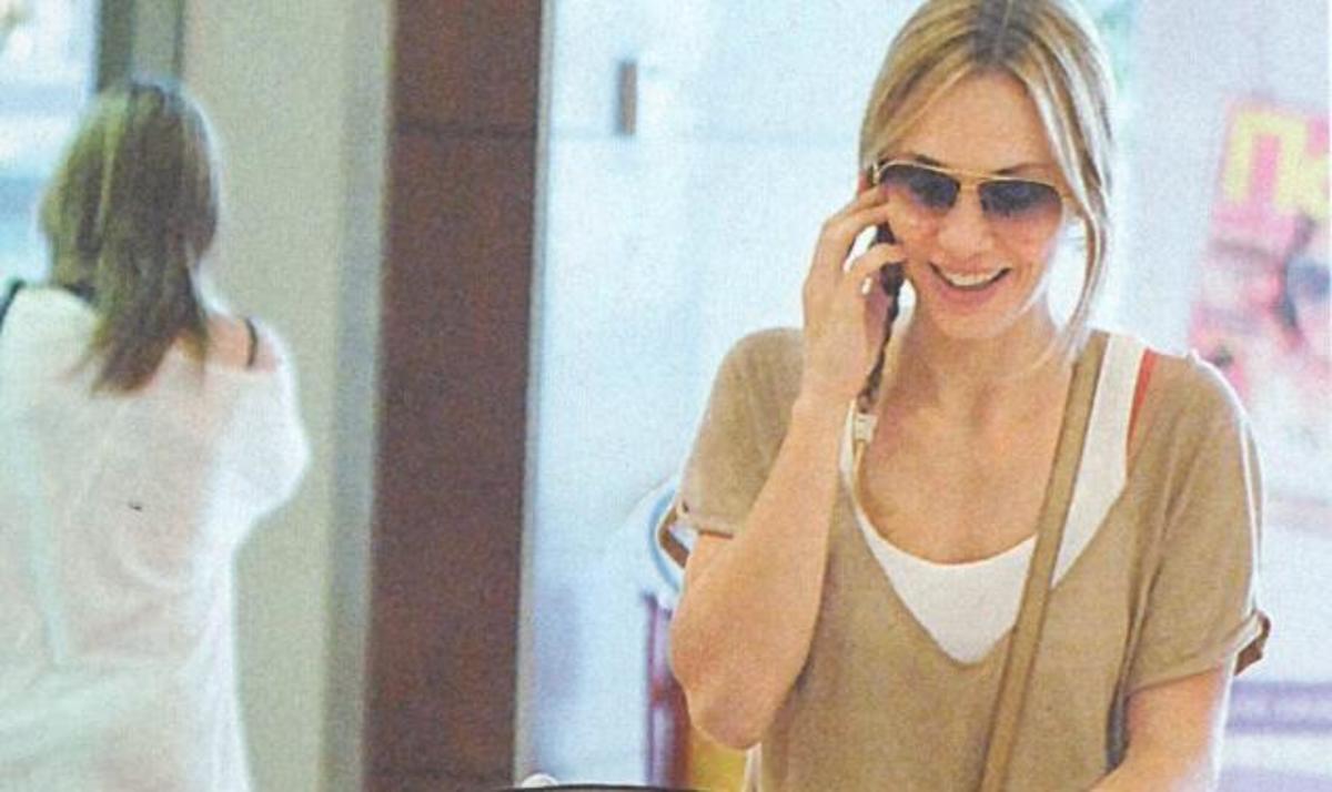 Λ. Σακκά: Βόλτα με τον μικρό της πρίγκιπα στα μαγαζιά! | Newsit.gr