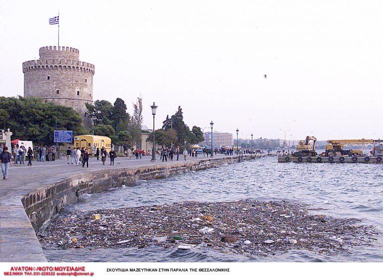 Θεσσαλονικη: Η παραλία ξαναγέμισε σκουπίδια! | Newsit.gr