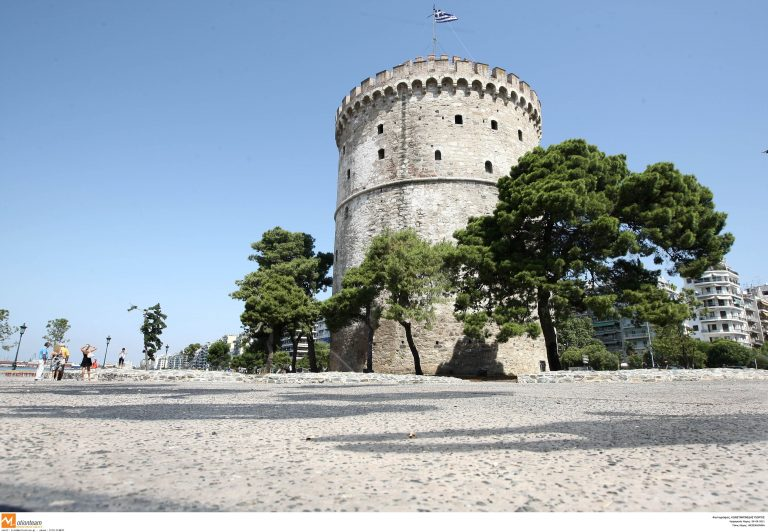 «Καθάρισαν» την πλατεία του Λευκού Πύργου | Newsit.gr