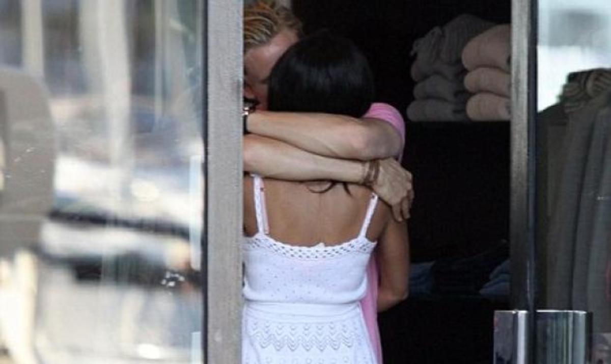 Διάσημη Ελληνίδα διατηρεί δεσμό με παντρεμένο! Φωτογραφίες από πρόσφατη βόλτα τους | Newsit.gr