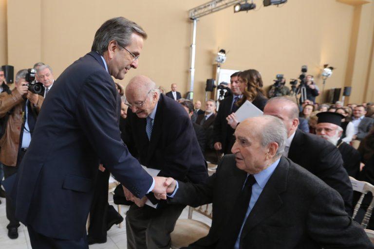 Η ιστορική χειραψία Σαμαρά-Μητσοτάκη (ΦΩΤΟ) | Newsit.gr