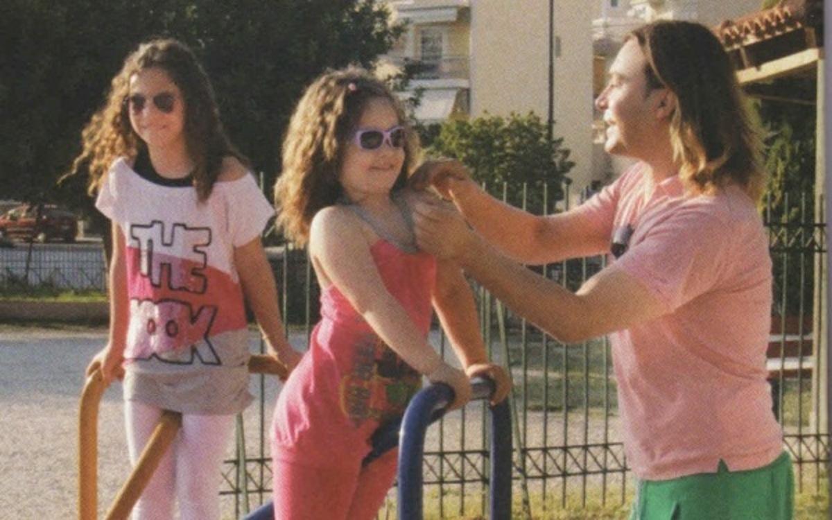 Τ. Σαμαράς: Στην παιδική χαρά με τις ανηψιές του! | Newsit.gr