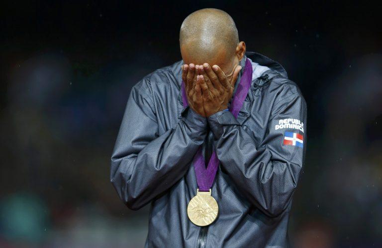 Γιατί πλάνταξε στο κλάμα ο Ολυμπιονίκης στα 400μ. με εμπόδια | Newsit.gr