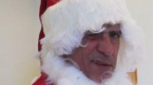 Φερνάντο Σάντος: Ντύθηκε Αϊ Βασίλης και μοίρασε δώρα [vid]