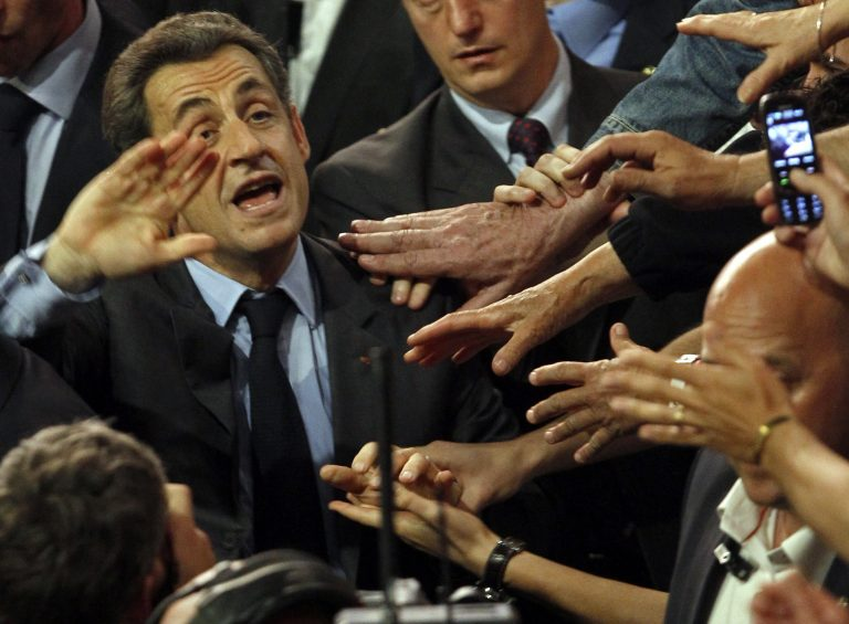 Άφησε εμάς κι έπιασε τους… άλλους! – «Αν βγει ο Ολάντ θα γίνουμε Ισπανία» | Newsit.gr