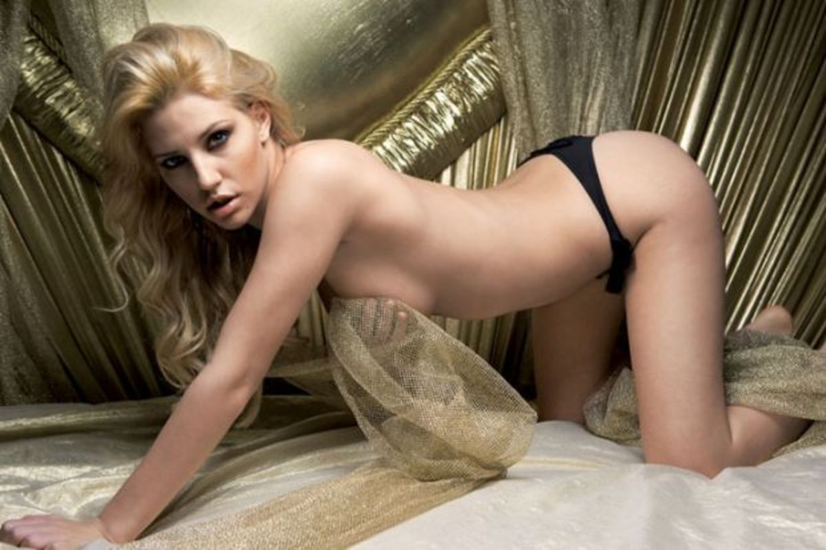 Η Σάσα Μπάστα ποζάρει γυμνή και μας κόβει την ανάσα | Newsit.gr