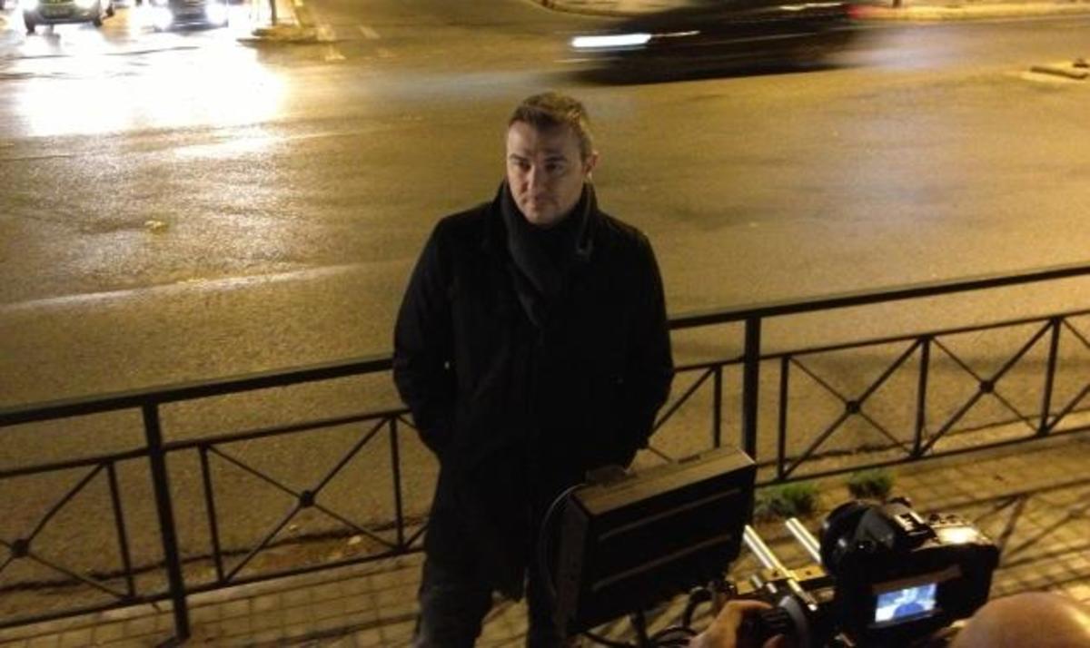 Α. Ρέμος: Τραγουδά τα «Σάββατα» στους δρόμους της Αθήνας! Δες backstage από το video clip | Newsit.gr