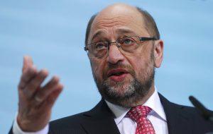 Σούλτς κατά Σόιμπλε: Όποιος «παίζει» με το Grexit, παίζει με την Ευρώπη!