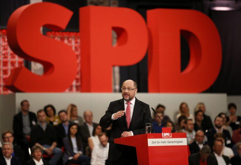 """Νέα """"καρφιά"""" Σουλτς κατά Σόιμπλε με… ελληνικό φόντο! """"Δεν αρκεί μόνο σταθερότητα, χρειάζεται και ανάπτυξη"""""""