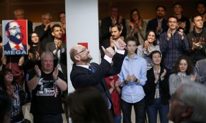 Politico: Το SPD του Σουλτς στηρίζει την Ελλάδα εντός Ευρωζώνης κόντρα στον Σόιμπλε
