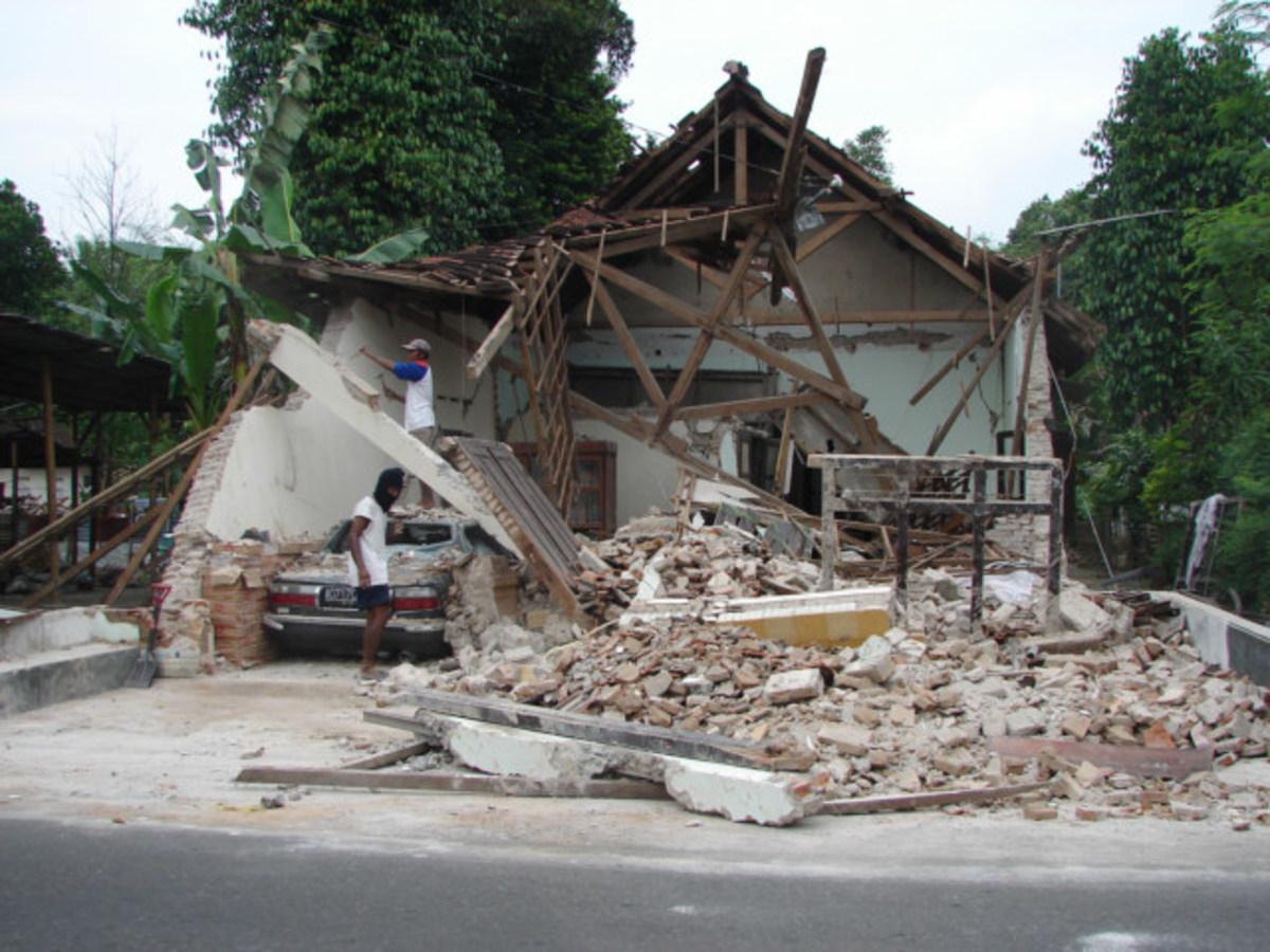 Σεισμοί 7,1 και 6,6 στην Ινδονησία | Newsit.gr