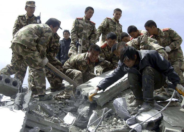 Ξεπέρασαν τους 2.040 οι νεκροί από το σεισμό στην Κίνα | Newsit.gr