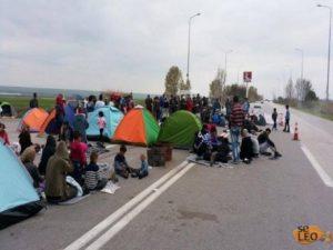 Αποχώρησαν οι πρόσφυγες και οι μετανάστες από την εθνική οδό Θεσσαλονίκης-Ευζώνων