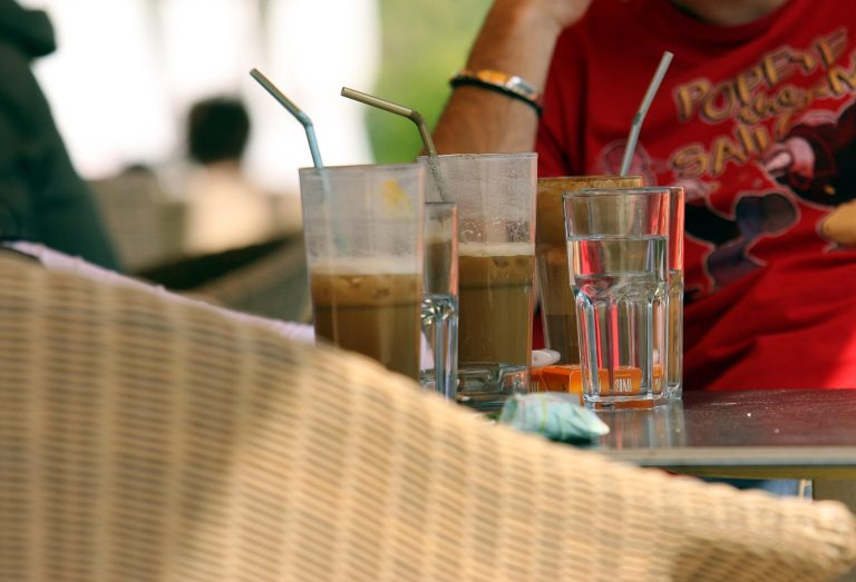 Πήγε για καφέ και έφυγε με την τσάντα της σερβιτόρας…   Newsit.gr
